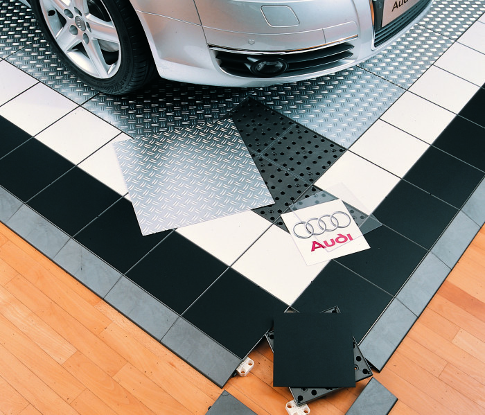 PromoDek-Showroom-advertising_51